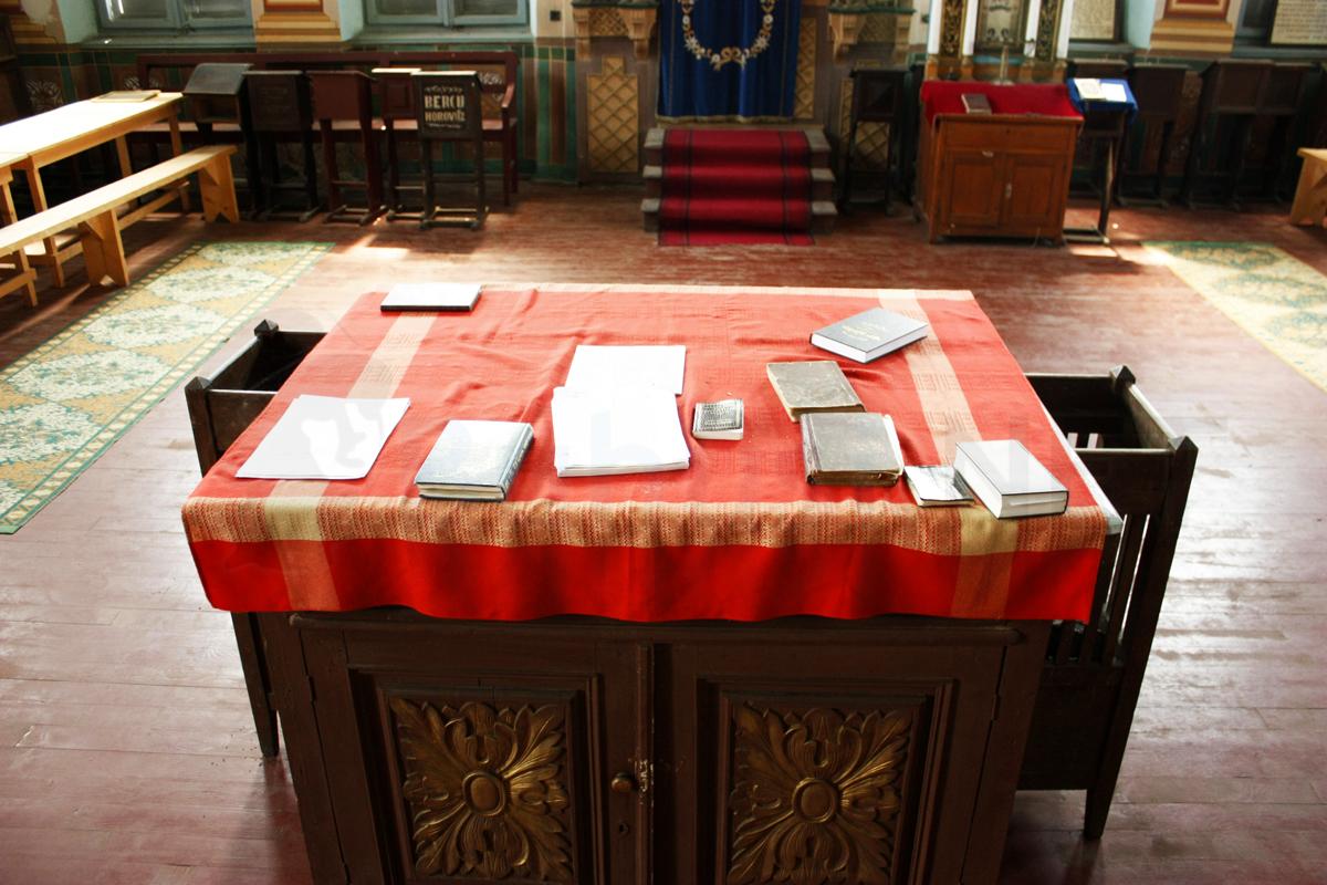 interior_sinagoga_buhusi3
