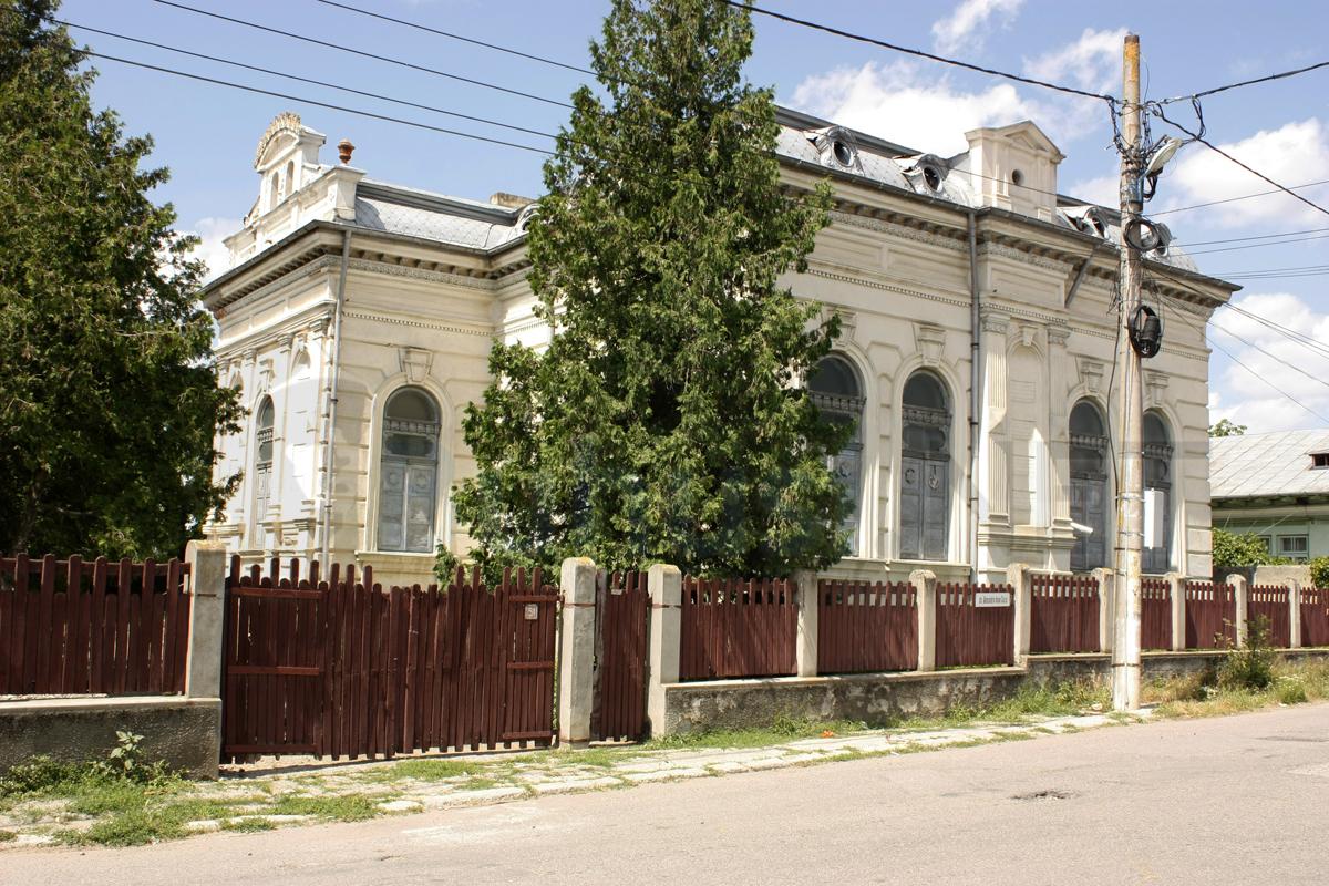 sinagoga_buhusi_exterior