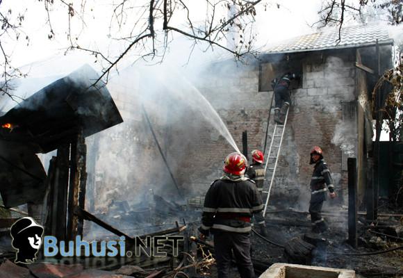 Incendiu devastator în zona gării din Buhuși