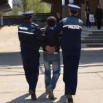 Buhușean de 16 ani, prins după ce a furat un telefon mobil