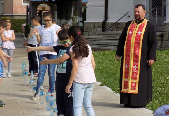 """Școală de Vară la Parohia """"Sfânta Înviere"""" din Buhuși"""